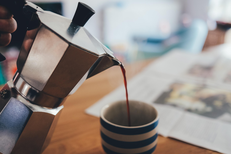 Café saindo da Moka