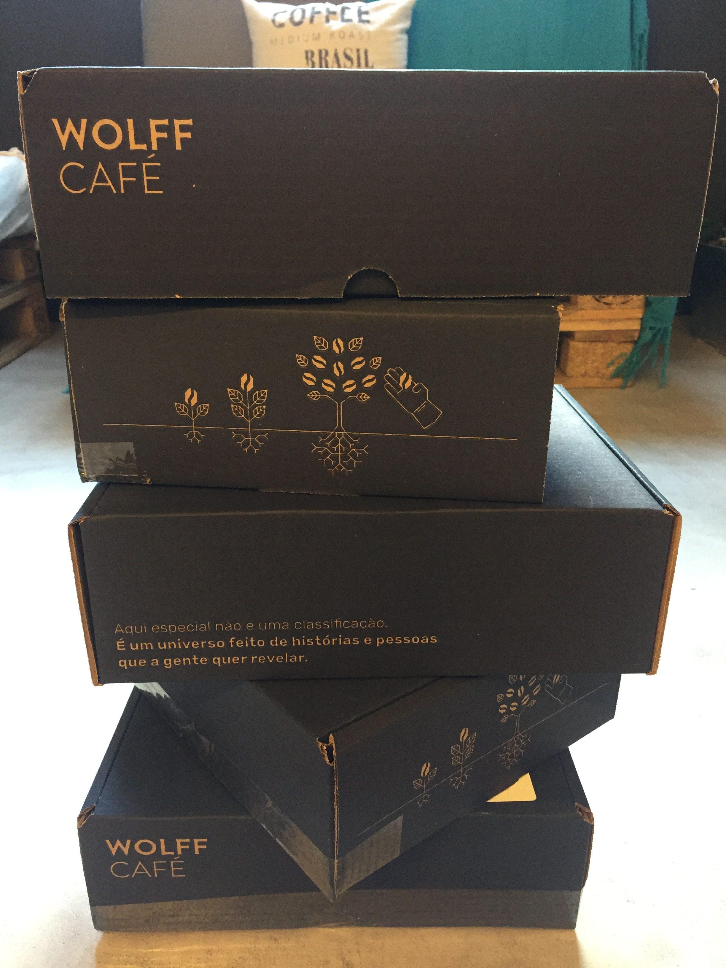 Caixas empilhadas do clube de café wolff